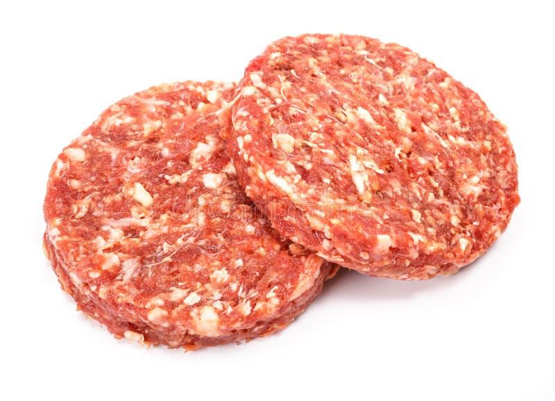 Viande crue d'hamburger de boeuf sur le fond blanc photographie stock libre de droits