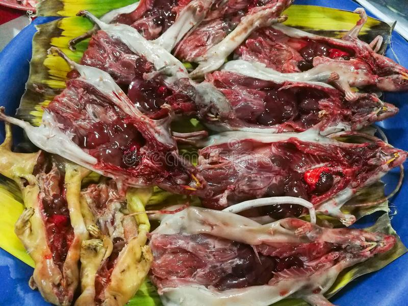 Viande crue de rat pour la nourriture image stock
