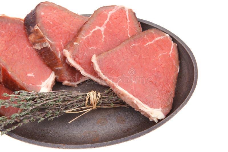 Viande crue ensanglantée de boeuf photo stock