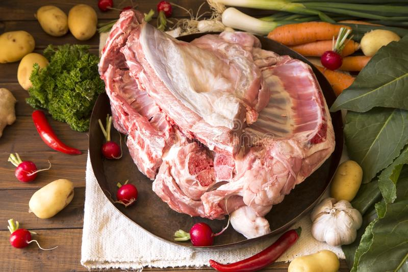 Viande d'agneau avec des l?gumes photos stock