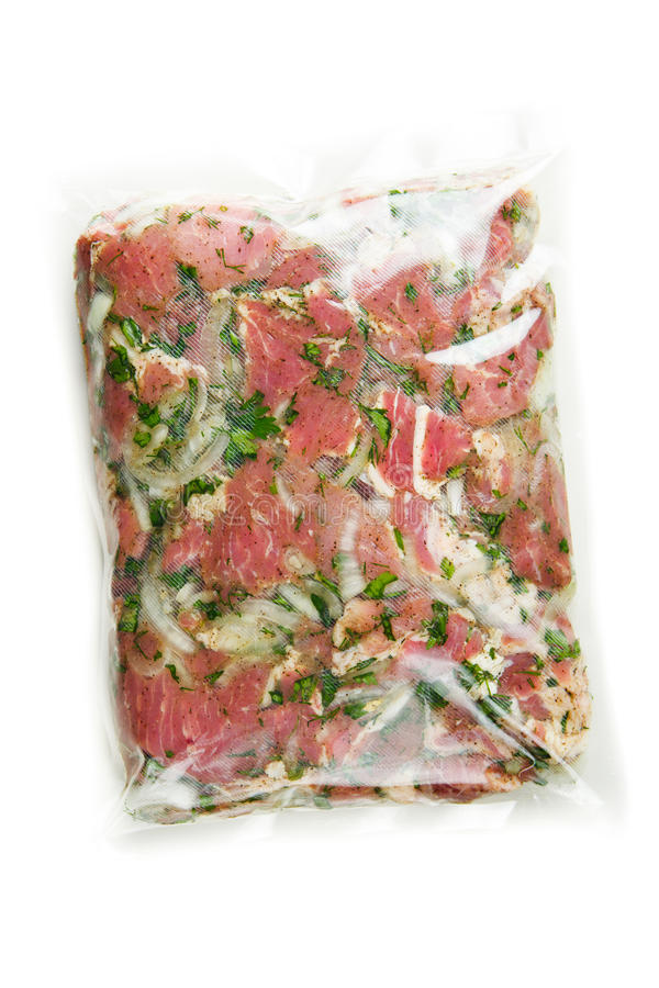 Viande de barbecue dans le sac de marinade de vide photo libre de droits
