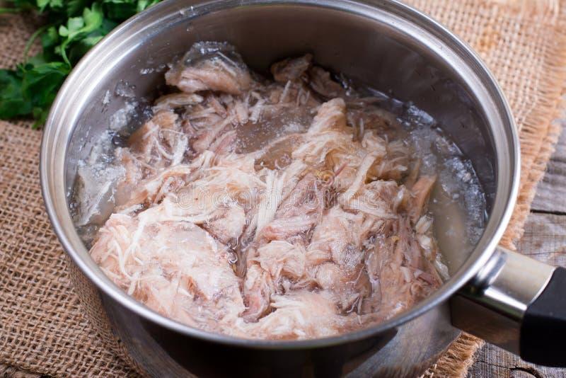 Viande en gelée par préparation Viande en gelée faite maison Plat traditionnel russe - Holodets Nourriture normale photographie stock libre de droits