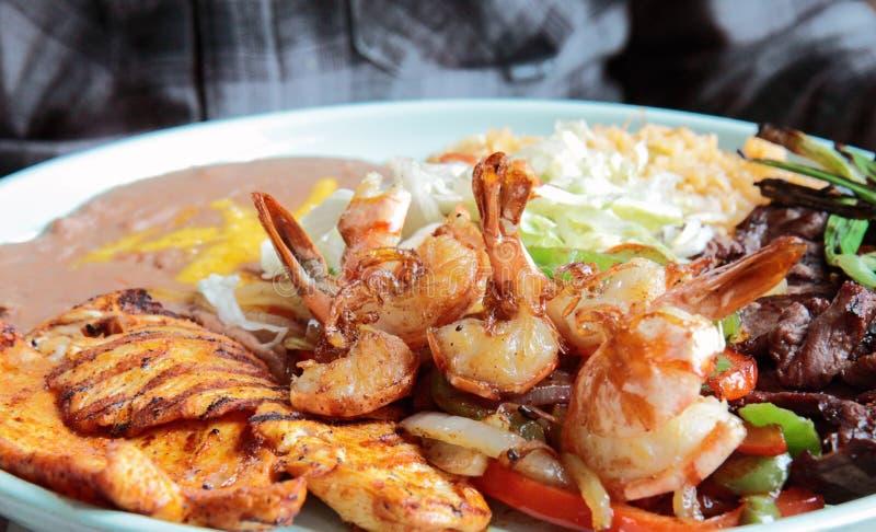 Viande et crevette grillées savoureuses photo stock