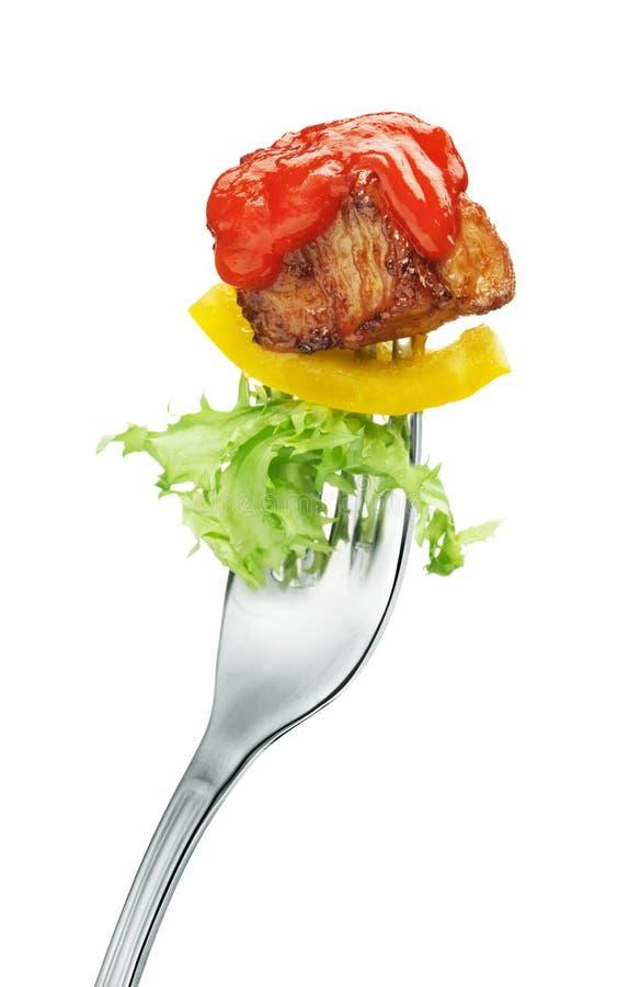 Viande et salade sur une fourchette image stock