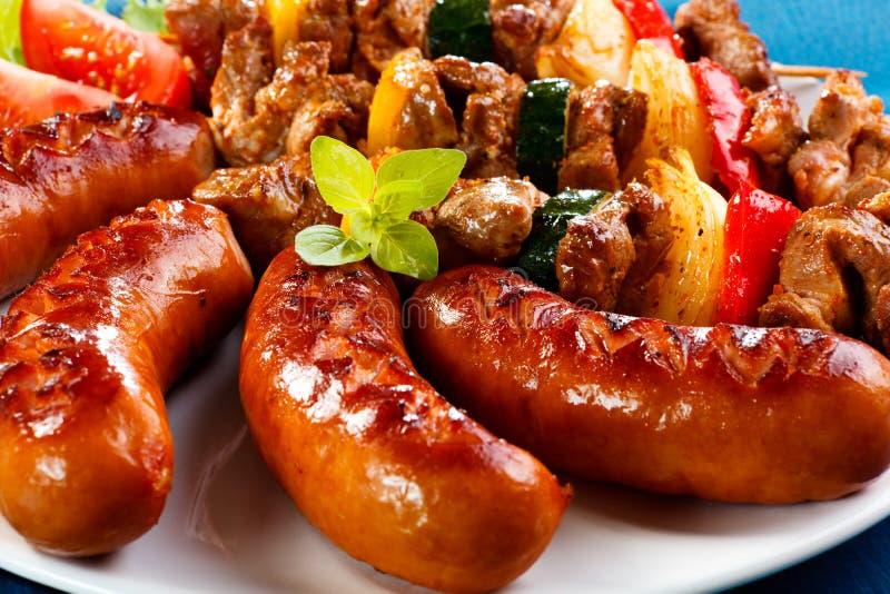 Viande et saucisses grillées photo libre de droits