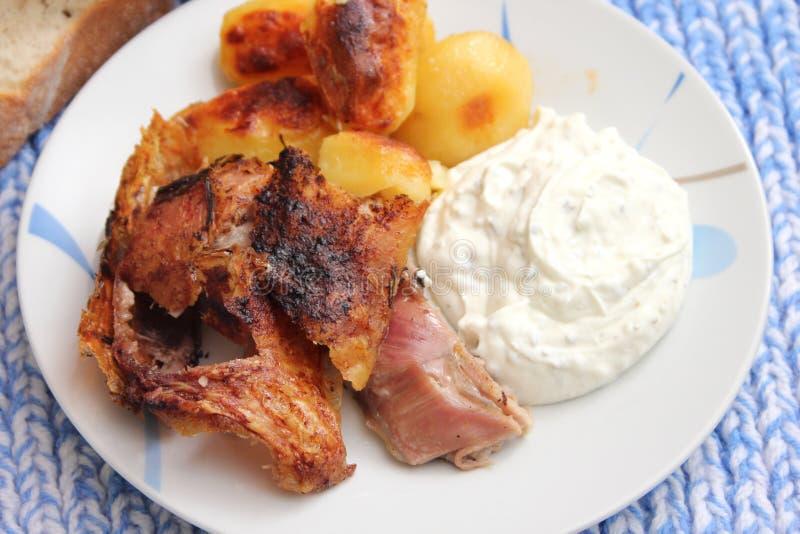 Viande grillée avec des pommes de terre photos libres de droits