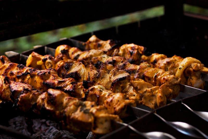 Viande sur les charbons photos stock