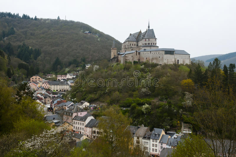 Vianden slott - Luxembourg royaltyfri fotografi