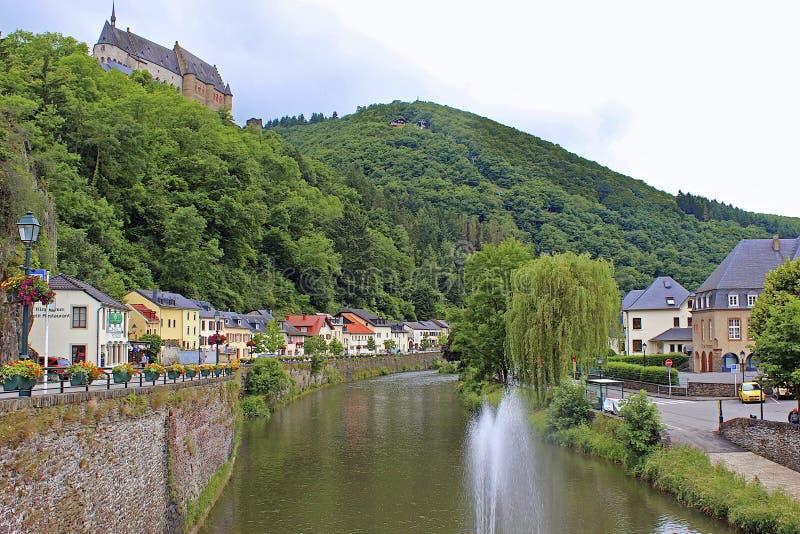 Viandenkasteel en panorama van Vianden, Luxemburg royalty-vrije stock afbeeldingen