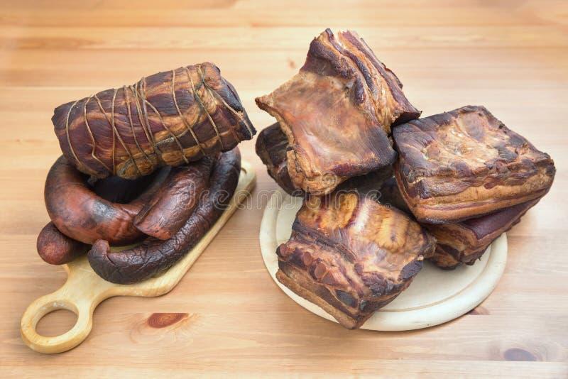 Viandes fumées traditionnelles, jambon, saucisson, bacon images stock