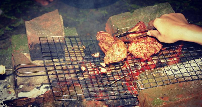 Viandes sur le feu ! ! images libres de droits