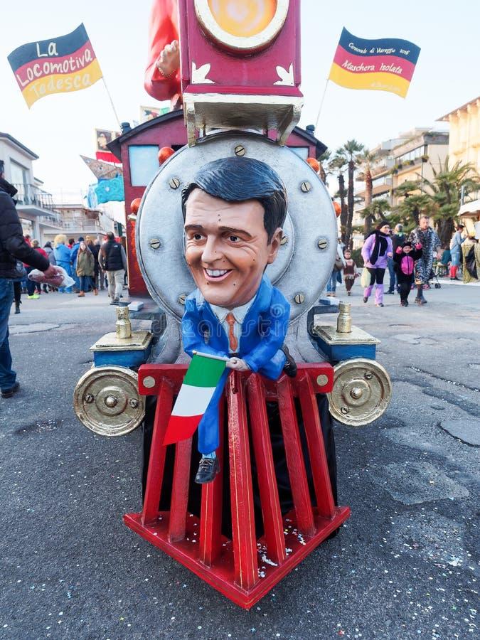 VIAREGGIO, ITÁLIA - 12 de março: flutuador alegórico em Viareggio C imagens de stock royalty free