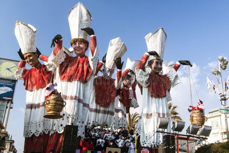 VIAREGGIO, ITALIË - FEBRUARI 19: allegorische vlotter van eerste min stock foto