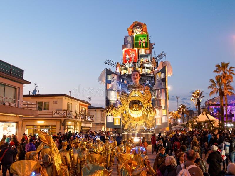 VIAREGGIO ITALIEN - mars 12: allegorical flöte på Viareggio C royaltyfri bild