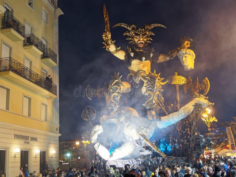 VIAREGGIO ITALIEN - mars 12: allegorical flöte på Viareggio C arkivfoto