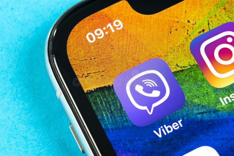 Viber-Anwendungsikone auf Apple-iPhone X Smartphone-Schirmnahaufnahme Viber APP-Ikone Social Media-Ikone Dieses ist eine 3D ?bert stockfotografie