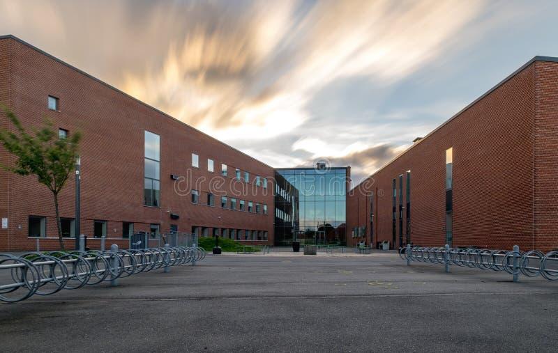 VIBORG, DINAMARCA - 26 DE AGOSTO DE 2016: VÍA el edificio de la Universidad imagen de archivo libre de regalías