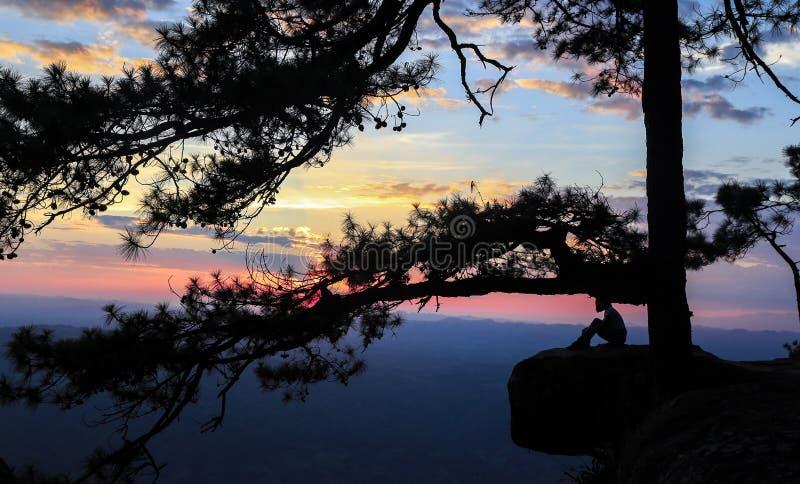Vibraphone crépusculaire à la falaise de lomsak de Pha photographie stock