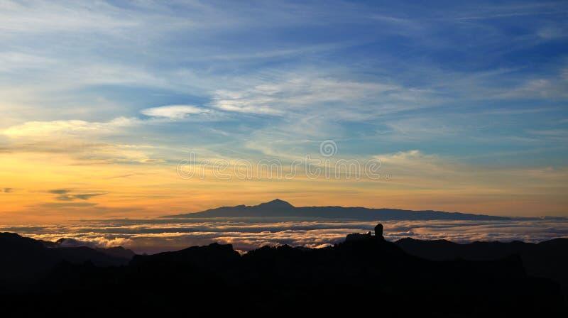 Vibrerande solnedgång från kanariefågelöarna royaltyfria bilder