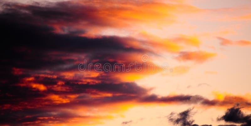 Vibrierender Sonnenuntergang stockbild