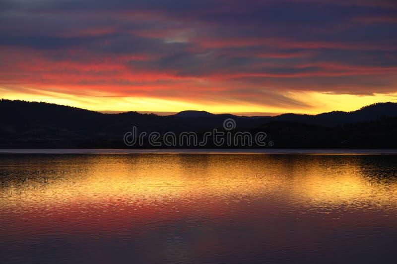 Vibrierender Sonnenuntergang in Tasmanien stockfotos
