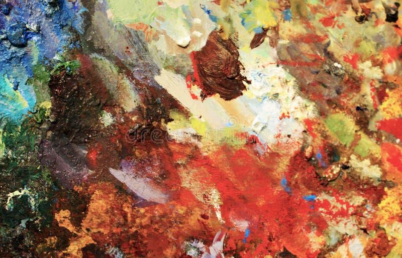 Vibrierendes Öl oder Acrylfarbe auf benutzter Künstler ` s Palette für das Zeichnen und das Malen lizenzfreie stockbilder