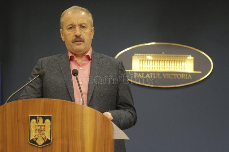 Vice-premier ministre roumain conférence de presse de Vasile Dincu images stock