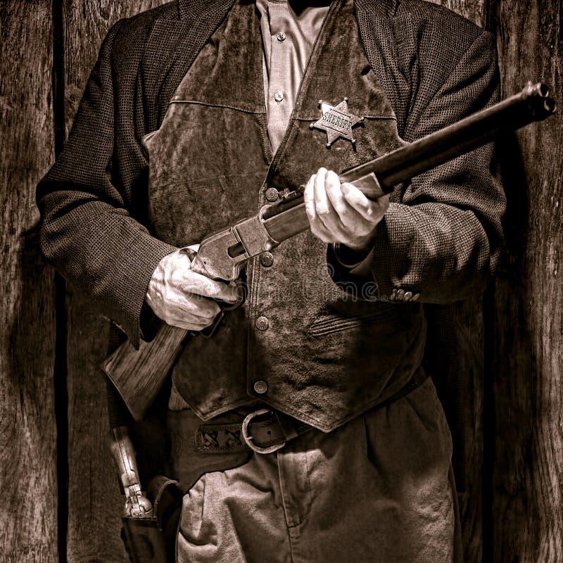 Vice sceriffo ad ovest americano Holding Rifle di leggenda immagini stock libere da diritti