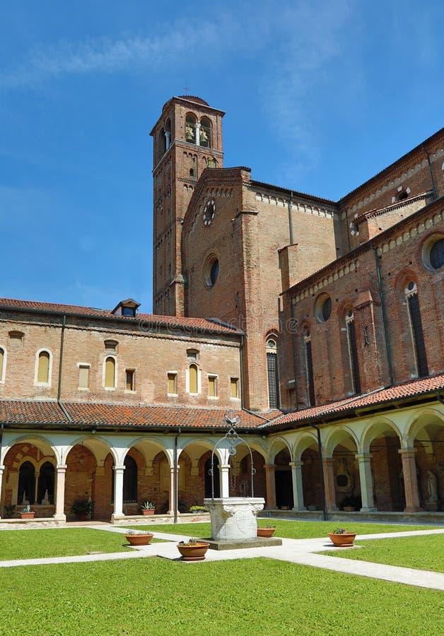 Vicence, Italie - 22 avril 2018 : Cloître et l'église du c images libres de droits