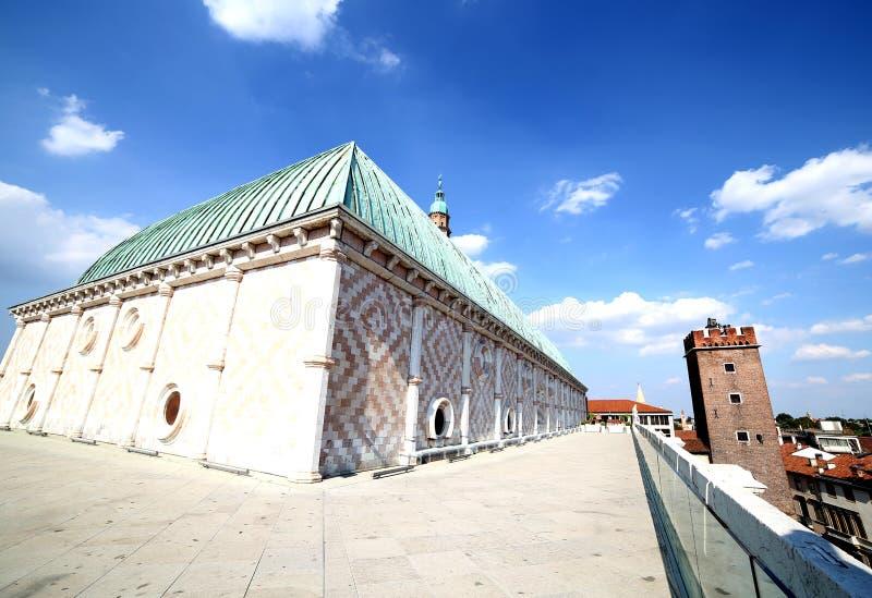 Vicence, tour médiévale a appelé Tower de supplice et copain de basilique image libre de droits