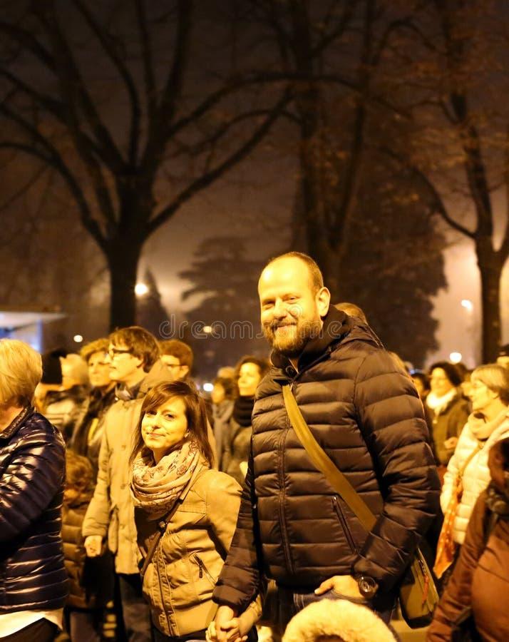 Vicence, VI, Italie 15 novembre 2015, un couple et beaucoup peo photos libres de droits