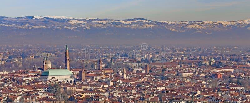 Vicenza, Italia, panorama della città con il PA famoso della basilica immagine stock libera da diritti
