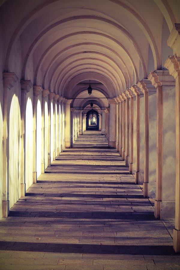 Vicenza Italy het lange portiek dat tot het heiligdom van Mo leidt royalty-vrije stock afbeelding