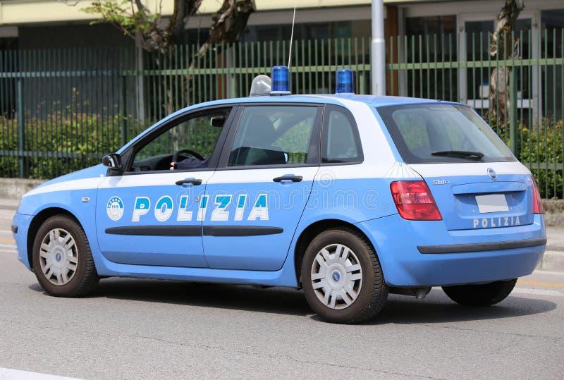 Vicenza VI, Italien - April 30, 2016: Italiensk polisbil på ret royaltyfri bild