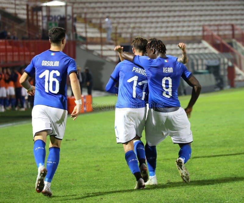 Vicenza VI, Italien - Oktober 15, 2018: Fotbollsmatch Italien vs Tunisien under 21 Italienskt folk fotografering för bildbyråer