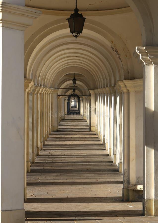 Vicenza Włochy długi ganeczek który nigdy wydają się kończyć że prowadzi fotografia royalty free