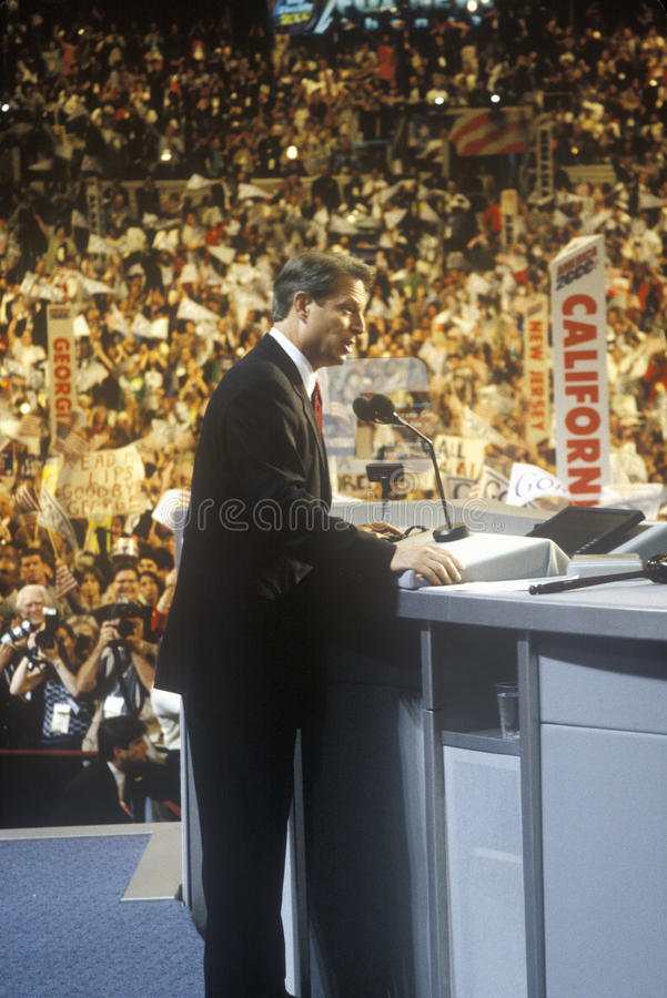 Vicepresidente anterior Al Gore entrega el discurso de aceptación en los 2000 convenios Democratic en Staples Center, Los Ángeles foto de archivo