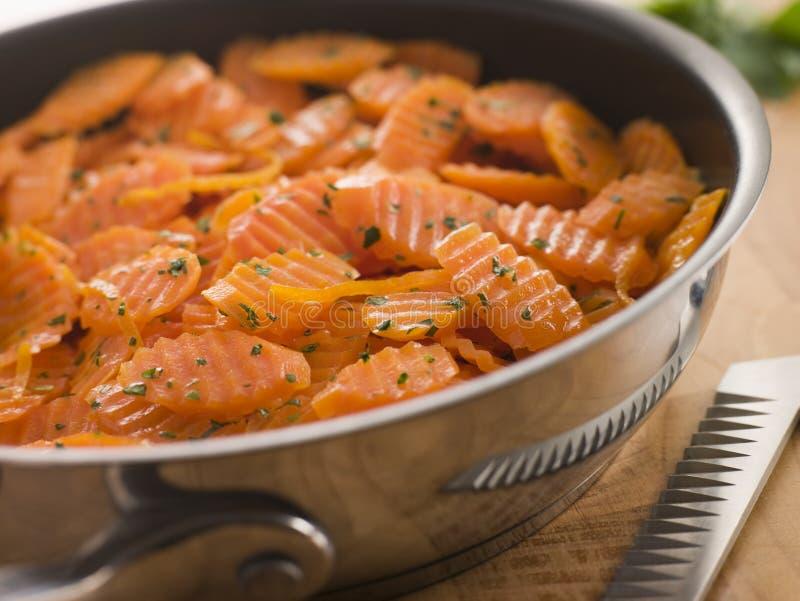 Vichy Karotten in einer Saute-Wanne lizenzfreie stockbilder