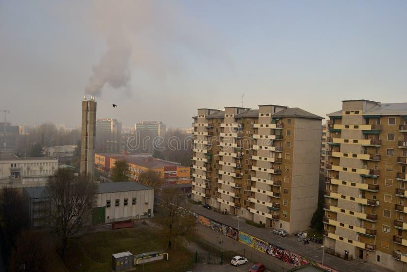 Vicinanza suburbana di paesaggio urbano urbano di inquinamento fotografia stock libera da diritti