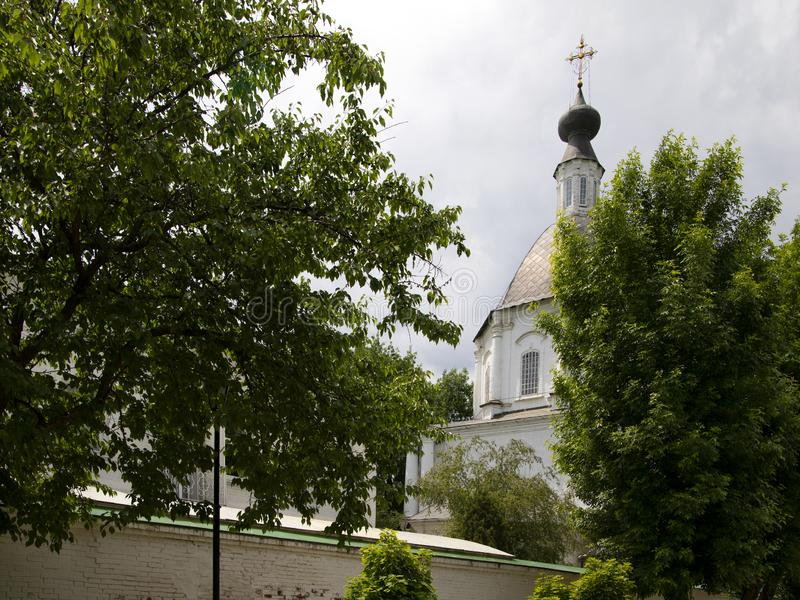 Vicino all'entrata al monastero immagini stock libere da diritti