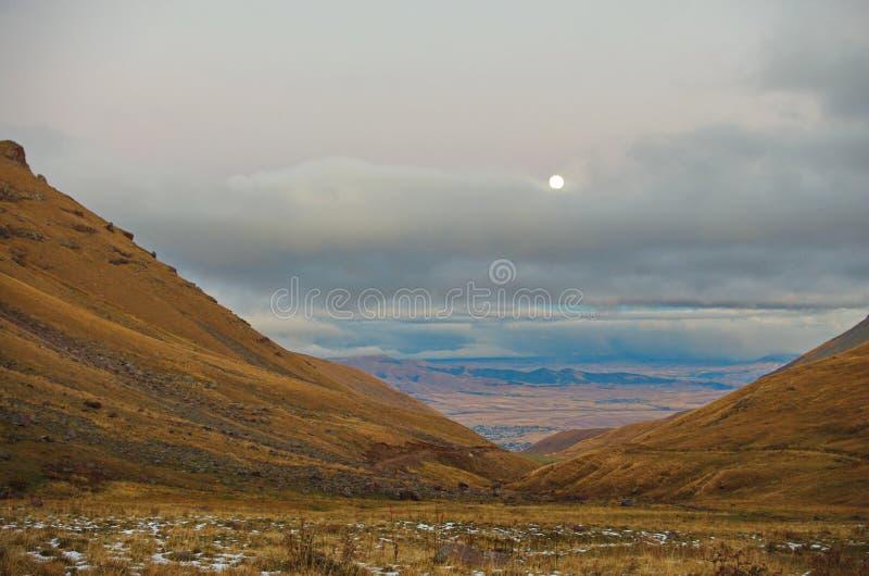 Vicino alla montagna Aragats Armenia Autunno in Armenia fotografia stock libera da diritti