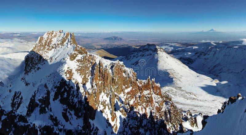 Vicino alla montagna Aragats Armenia Il più alto picco armeno del ` s Autunno in Armenia immagine stock libera da diritti