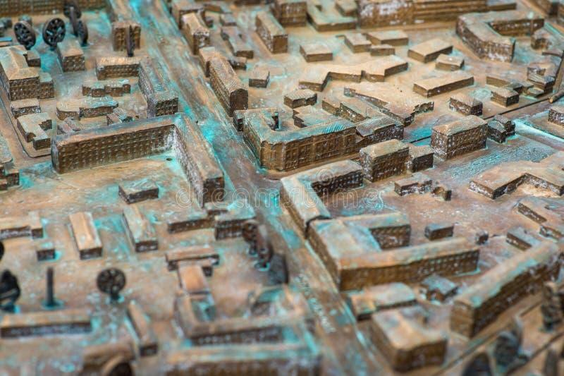 Vicino su: Vecchia mappa stradale tridimensionale immagine stock libera da diritti