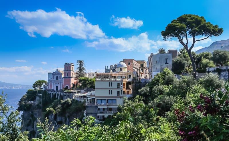 Vico Equense Italy Ostentar do hotel Chiesa di Santissima do La foto de stock royalty free