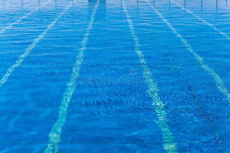 Vicoli all'aperto della piscina pubblica blu fotografia stock libera da diritti