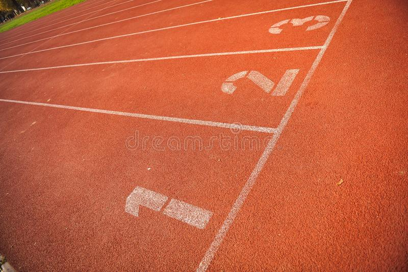 Vicoli della pista di atletica immagini stock libere da diritti