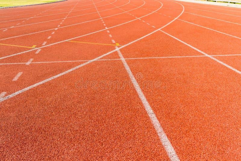 Vicoli di sport dell'arena della pista corrente. immagini stock