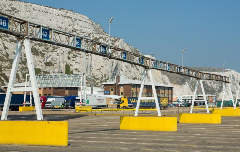 Vicoli di trasporto su autocarro di Dover Port fotografia stock libera da diritti