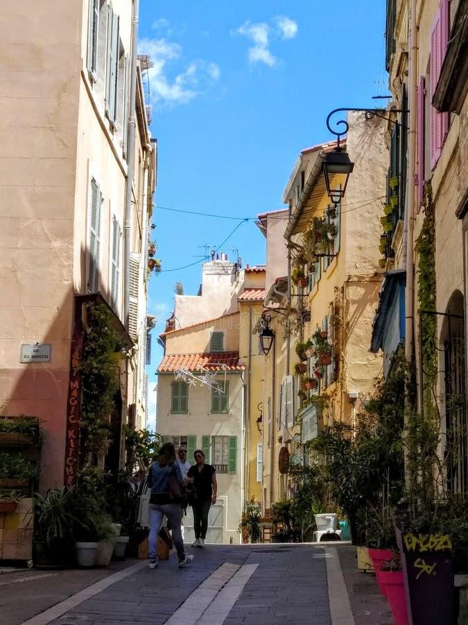 Vicoli pittoreschi di vecchia città di Marcalla, Francia fotografia stock libera da diritti