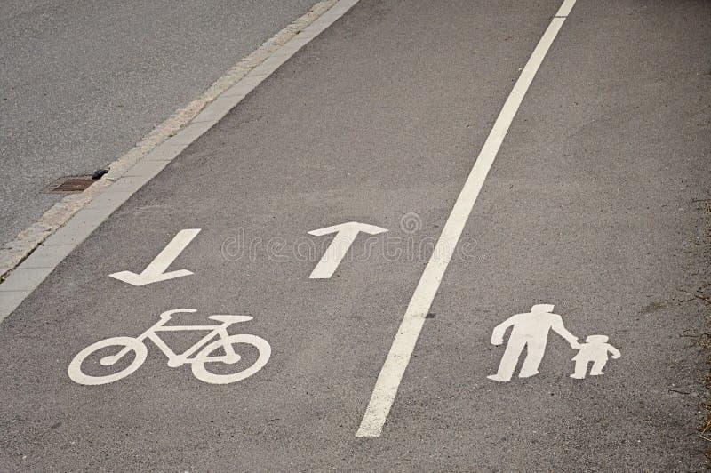 Vicoli riservati della bicicletta e del pedone immagine stock
